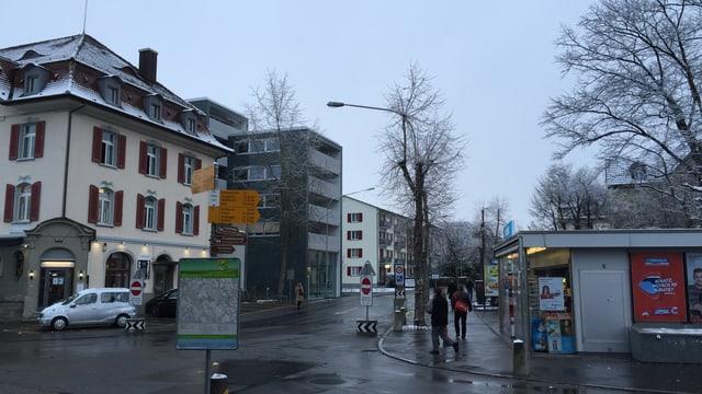Blick vom Bahnhof in den Dorfkern von Wohlen mit unterschiedlichsten Baustilen