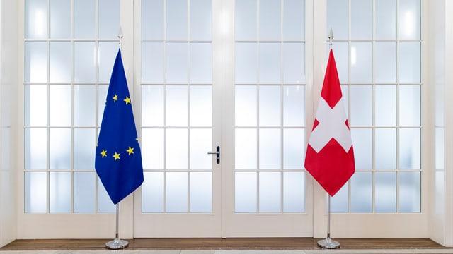 schweizerfahne neben europafahne