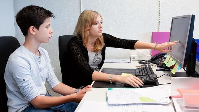 KV-Lernender wird eingearbeitet