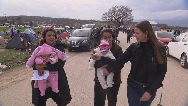 Vanja Crnojević begleitet Mütter mit ihren Kindern zum Arzt in Idomeni.