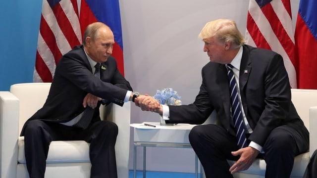 Trump und Putin beim Handshake in Hamburg