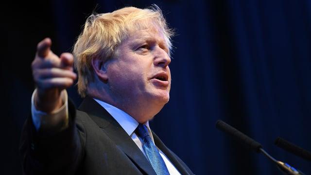 Boris Johnson durant ses pled al di da partida.