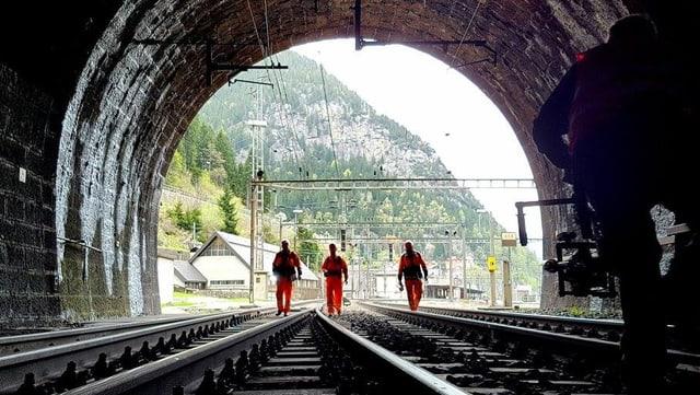 Video ««SRF bi de Lüt – Wunderland» (3/7): Der Gotthard» abspielen