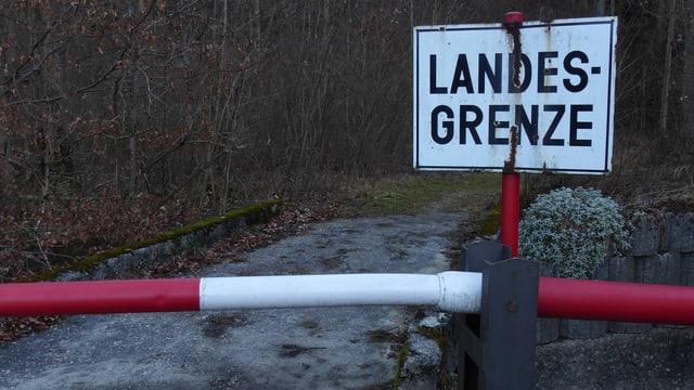 Schlagbäume am Grenzübergang Grossgmein in Bayern