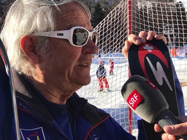 Porträt von Rudi Cadisch mit Skiausrüstung.