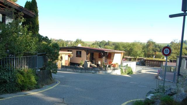 Kleine Häuser einer Mobilhome-Siedlung