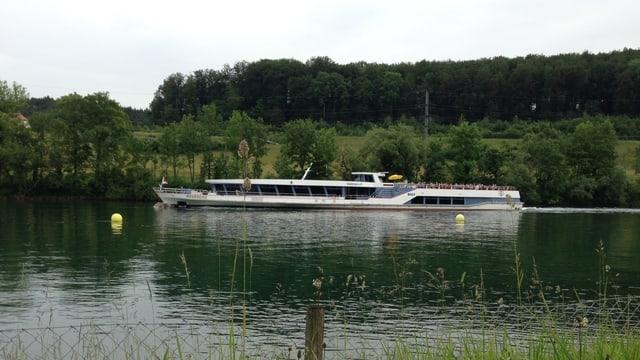Kursschiff der BSG auf der Aare.