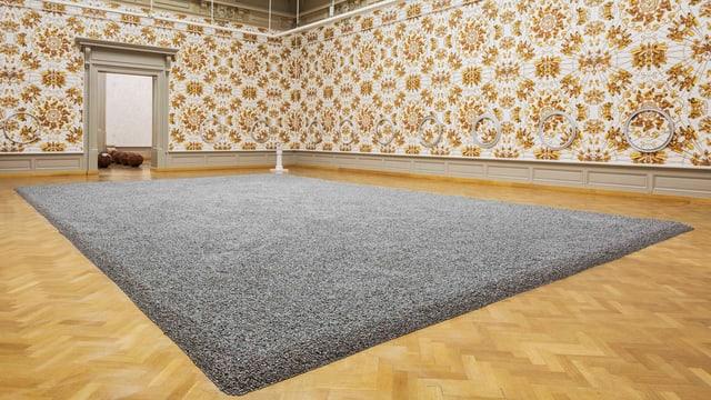 Ein Raum: In der Mitte ein Teppich aus 10 Millionen Sonnenblumenkernen.