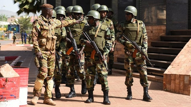 Er in commember da las forzas spezialisadas era mort durant l'acziun a Bamako.