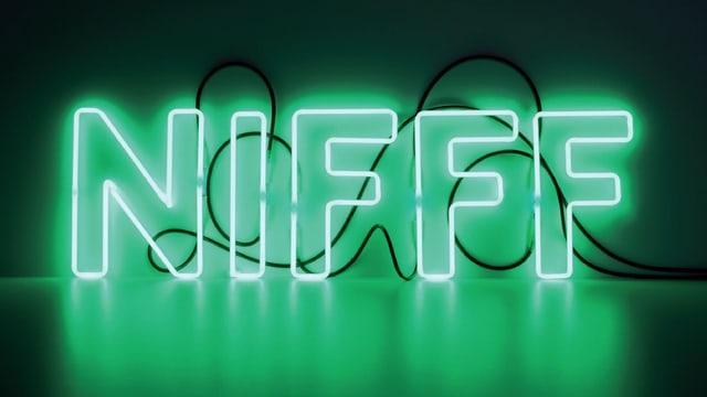 Die Buchstaben NIFFF in Leuchtbuchstaben geschrieben.