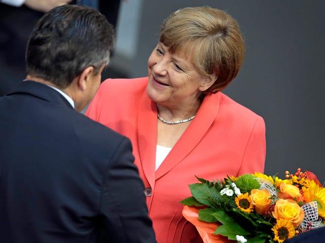 Merkel mit Blumenstrauss.