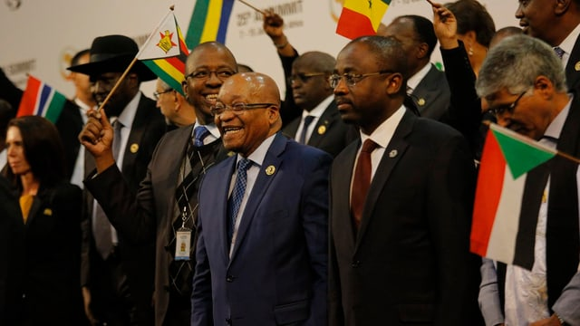 Der südafrikanische Präsident Jacob Zuma mit weiteren Staats- und Regierungschefs beim Pressetermin am Sonntag.