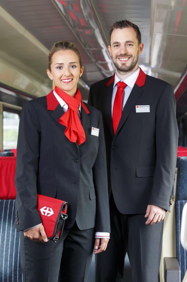 Mann und Frau in neuer SBB-Uniform