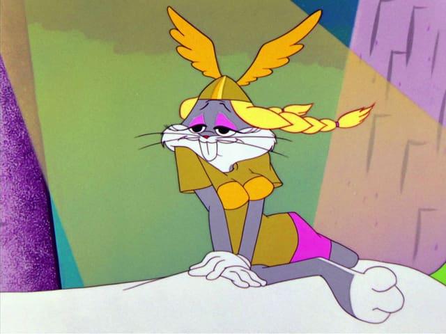 Bugs Bunny, mit Perücke, Helm, Kleid und Brustattrape verkleidet als Brünnhilde.