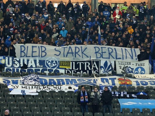 Botschaft im Darmstädter Fanblock an die Haupstadt.