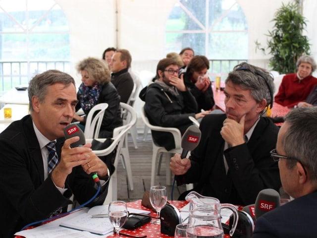 Guy Morin, Dieter Kohler, Thomas Weber mit Mikrofon