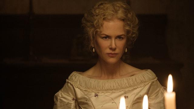 Schauspielerin Nicole Kidman bei Kerzenlicht.