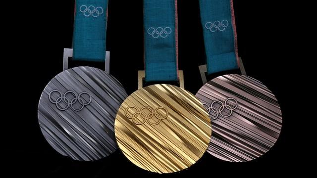 Die Gold-, Silber- und Bronzemedaille von Pyeongchang in einer Reihe.