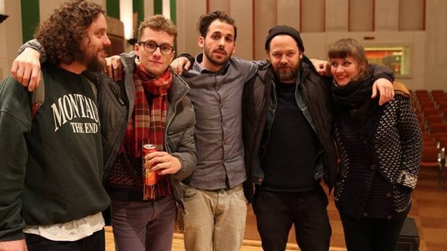 """Die 5 Schweizer Musiker von """"Die Amanten"""": Glücklich nach dem Aufnahmestress."""