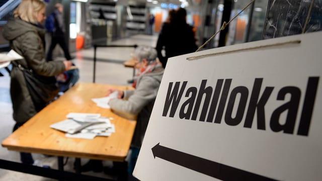 Hinweisschild Wahllokal.