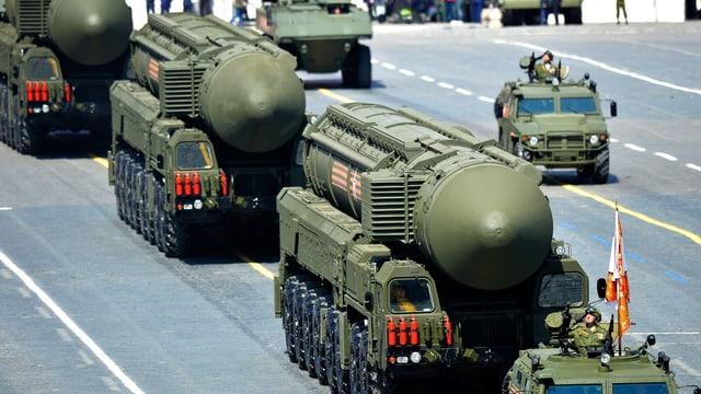 Russische Interkontinentalraketen RS-24 Yars/SS-27 an einer Militärparade.