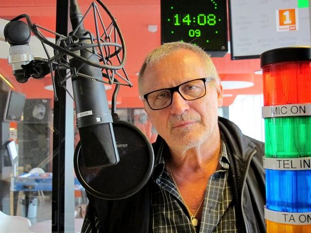 Konstantin Wecker  im Studio von Radio SRF 1.