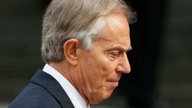 Seitliche Aufnahme vom ehemaligen britischen Premier Tony Blair.