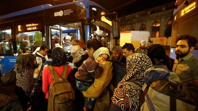 fugitivs cun satg e pac entran en in bus