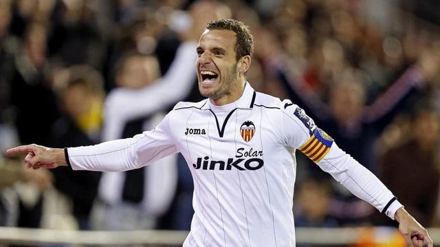 Roberto Soldado zieht es von Valencia nach London zu Tottenham.