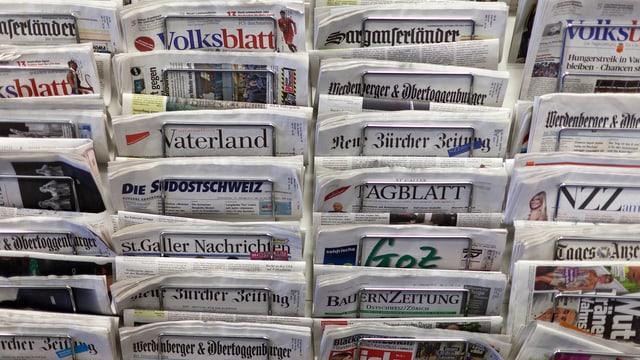 Zeitungen in Ständer