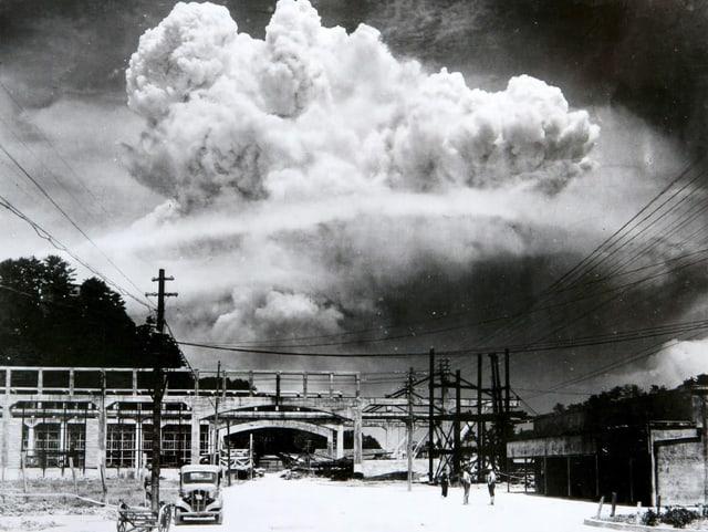 Atombombenabwurf über Nagasaki 1945.