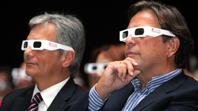 Der österreichische Kanzler Werner Faymann (SPÖ) und der steyrische Spitzenkandidat und SPÖ-Landeshauptmann Franz Voves (SPÖ) in 3-D-Brillen.