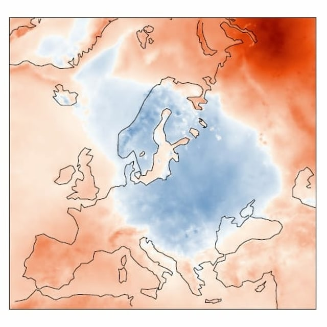 Europakarte mit blauen und roten Flächen. Die Farben entsprechen der Abweichung der Temperatur im Mai zum langjährigen Durchschnitt.
