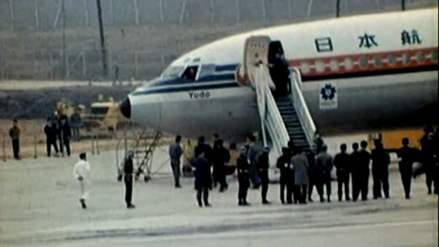 Die japanische Boeing 727-89 auf dem Rollfeld, 1970.