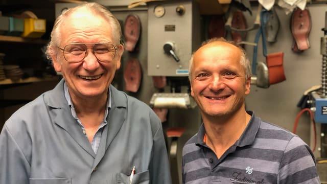 Zwei der letzten Schuhmacher St. Gallens arbeiten zusammen: Kurt Reither(72) und Daniel Nagel (50).