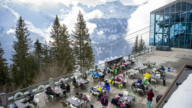 Terrassa en in territori da skis.