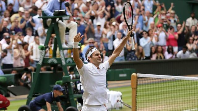 Roger Federer qua suenter sia victoria al final da Wimbledon.