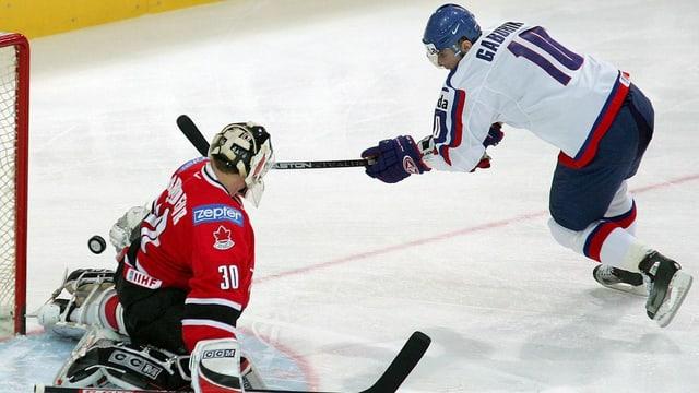 Marion Gaborik beim Torschuss gegen Kanada.