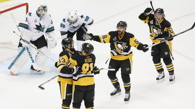 Die Penguins-Spieler jubeln