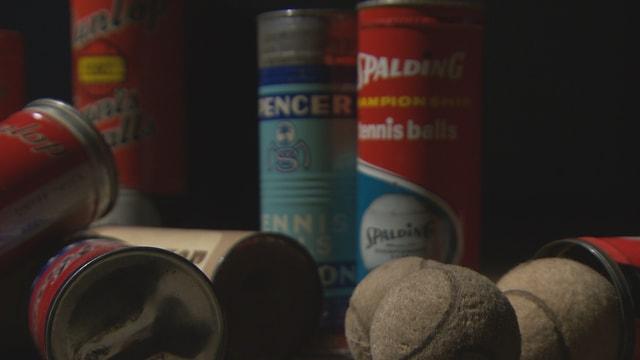 Das Foto zeigt Tennisbälle verschiedener Hersteller.