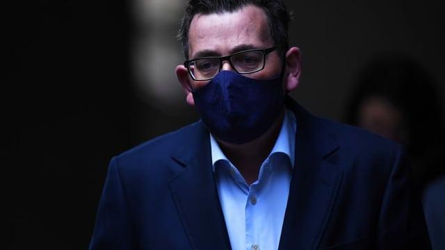 Andrews mit Maske