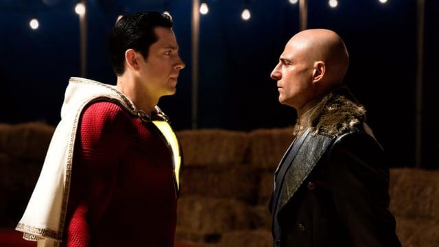 Superheld Shazam steht Bösewicht Sivana gegenüber.