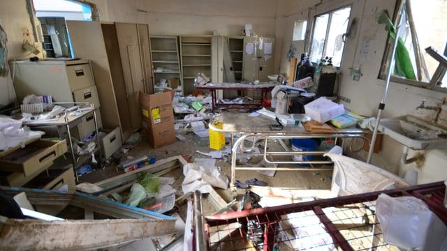 Zerstörtes Spitalzimmer.