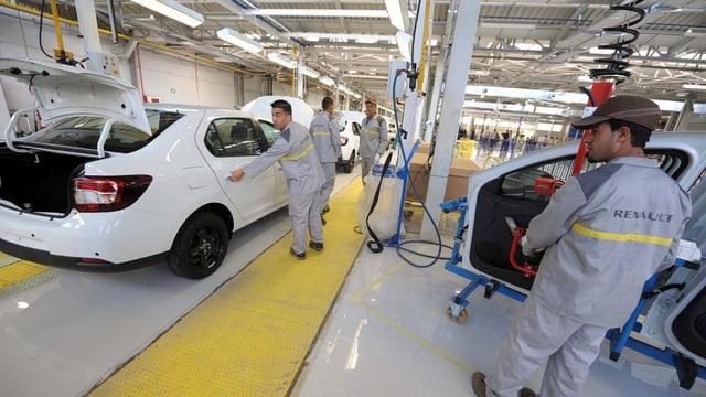Start der Produktion im Renault-Werk in Oran.