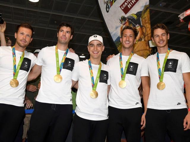 Das Leichtgewicht-Ruderteam und Mountainbiker Nino Schurter.