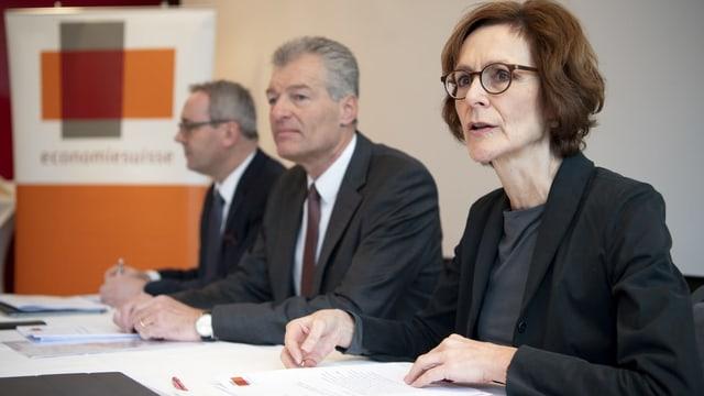 Rühl sitzt mit Economiesuisse-Präsident Felix Karrer an einem Tisch.