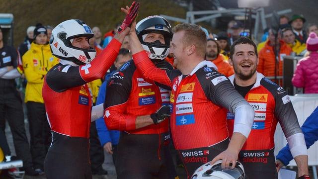 L'equipa da bob a 4 da Rico Peter gudogna bronz ad Innsbruck.
