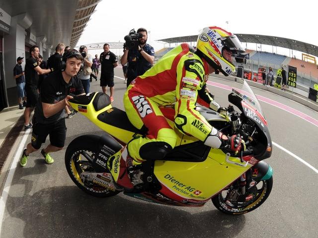 Dominique Aegerter auf seinem Motorrad.