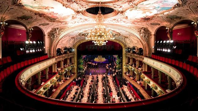Blick auf die Bühne der Oper in Zürich.