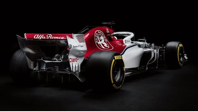 "Il nov auto ""Alfa Romeo Racing""."
